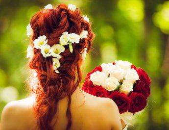 Jak dopasować bukiet ślubny do sukni? Podpowiadamy.